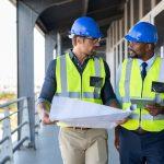 Gerenciamento de Obras: engenheiros gerenciando obra